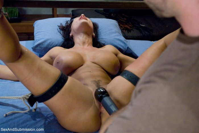 lisa-ann-in-bondage